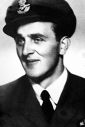 Válečný letec Bohumil Tvrdý v uniformě RAF.